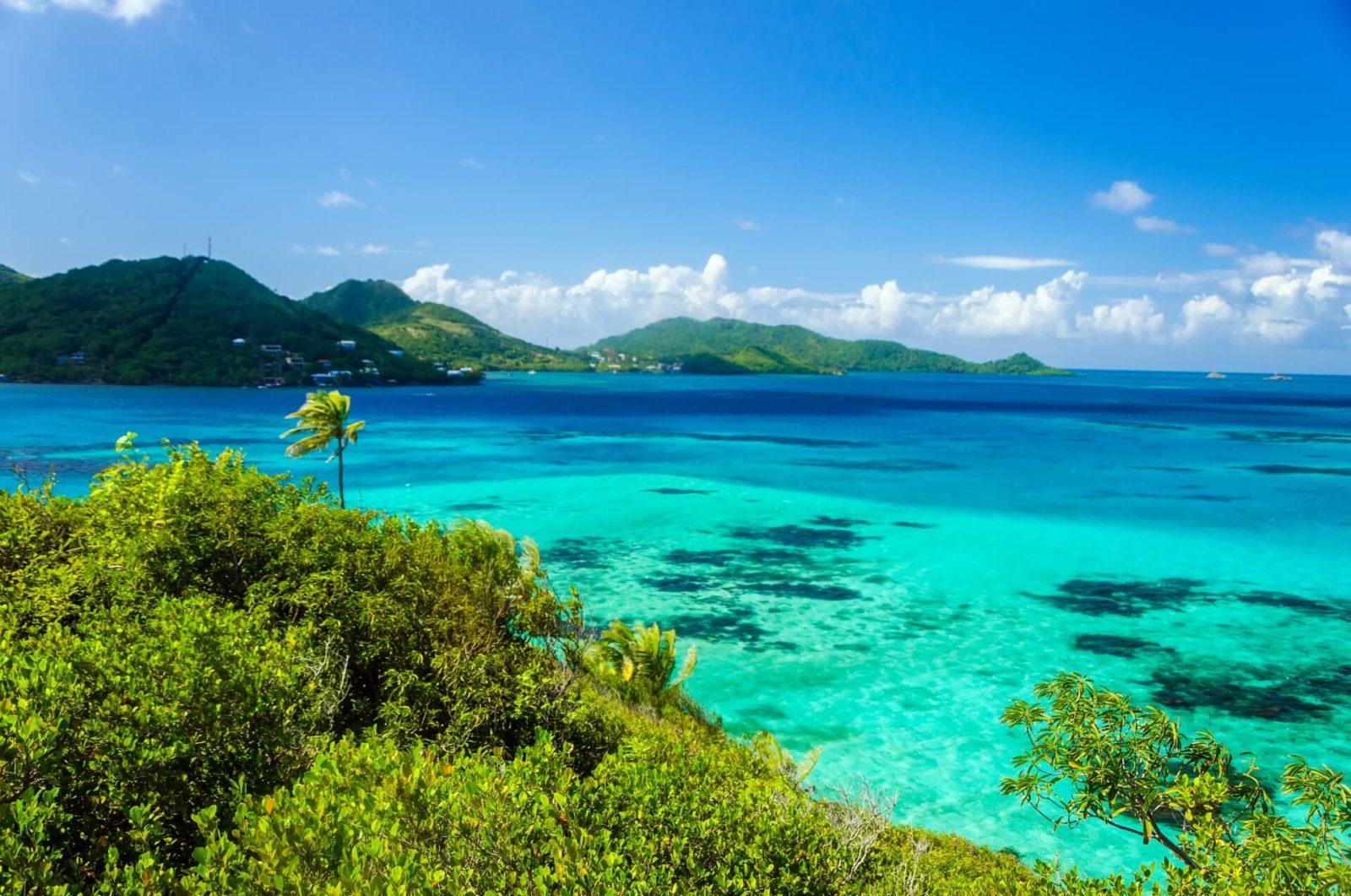 Остров с лазурным побережьем