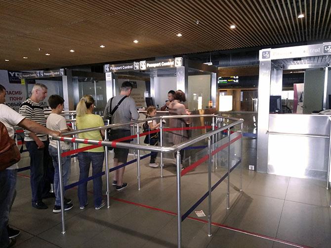 Паспортный контроль в аэропорту Даламан