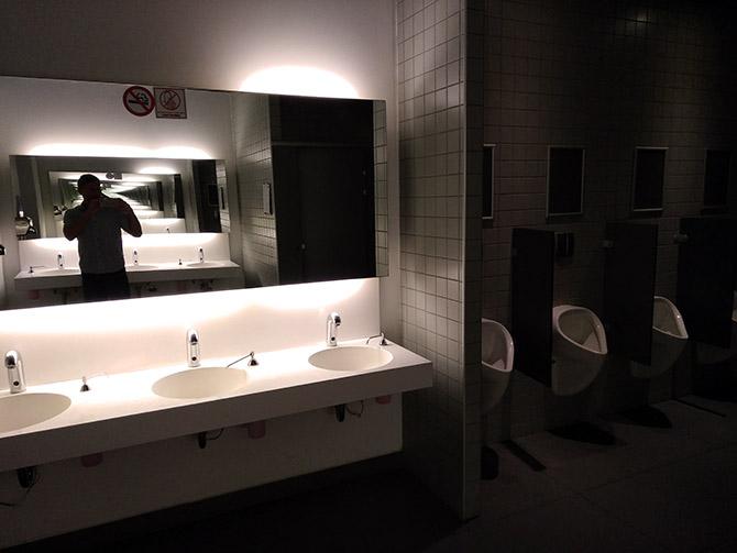 В туалете аэропорта Даламан