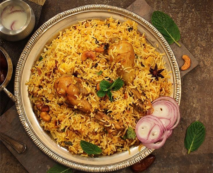 Знаменитое блюдо machboos в ОАЭ